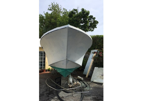 23 ft Classic Seacraft Center Console Project Hull 1984 - SOLD