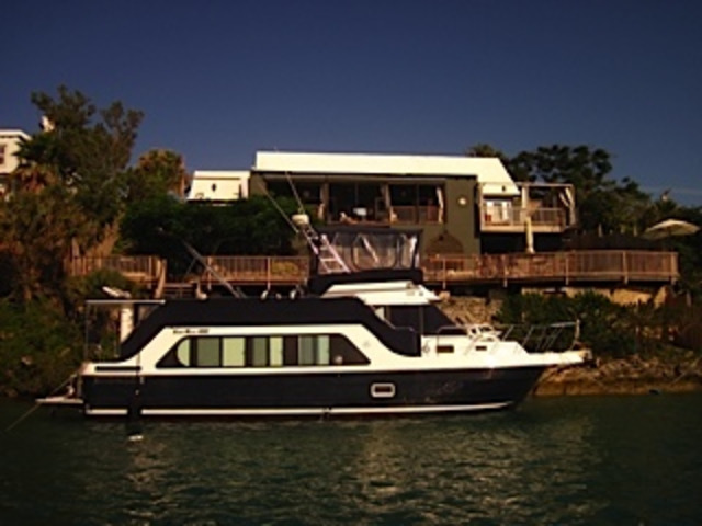 46ft Luxury HouseBoat Motor Yacht- Selling in Turn key Condition
