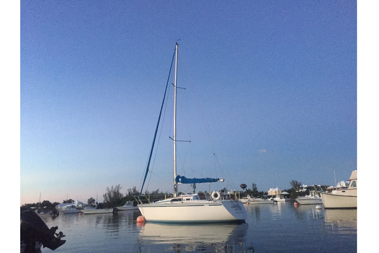 Hunter 28.5 sloop with prime Jew's Bay mooring SORRY - SOLD!