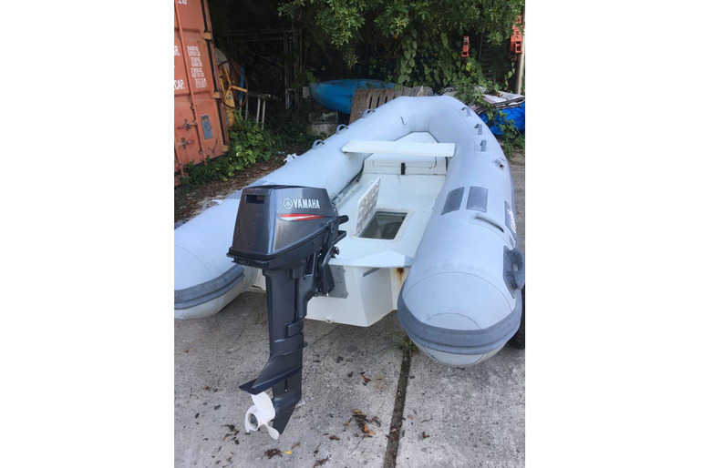 Inflatable RIB with Looking Glass